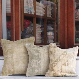 じゅうたんを再利用したクッションカバー